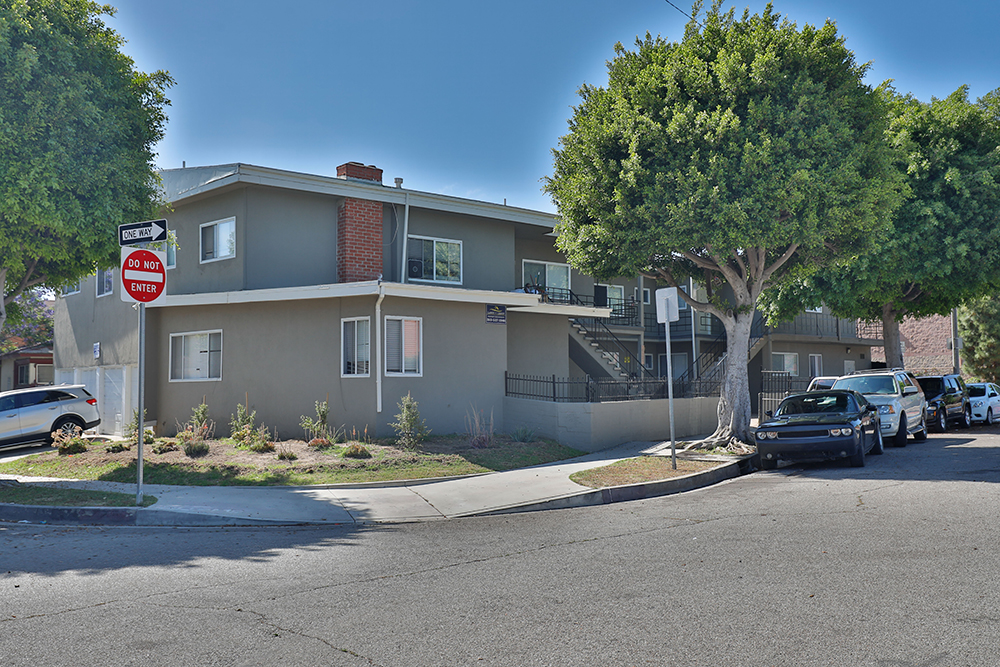 10121 Woodworth Avenue, Inglewood