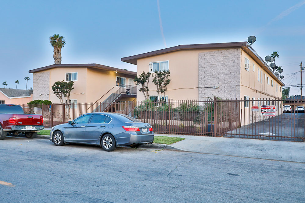 1302-1304 West 95th Street, Los Angeles
