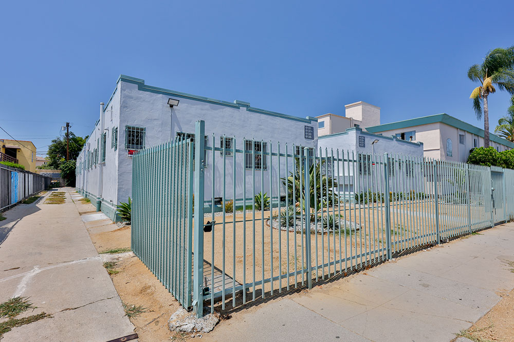 6127-Brynhurst-Avenue-Los-Angeles